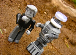 The First Lost In Space Minimates Due To Arrive at San Diego Comic-Con!